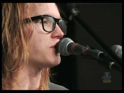 Aaron Gillespie sings