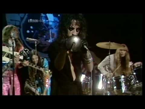 ALICE COOPER - School's Out  (1972 UK TV Top  Of The Pops Performance) ~ HIGH QUALITY HQ ~