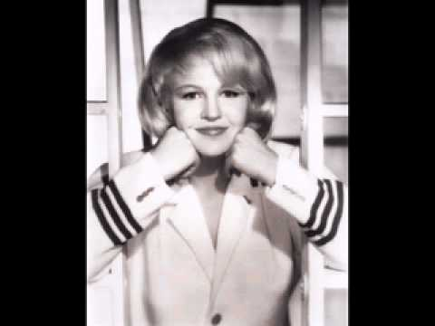 Peggy Lee - I Go To Sleep
